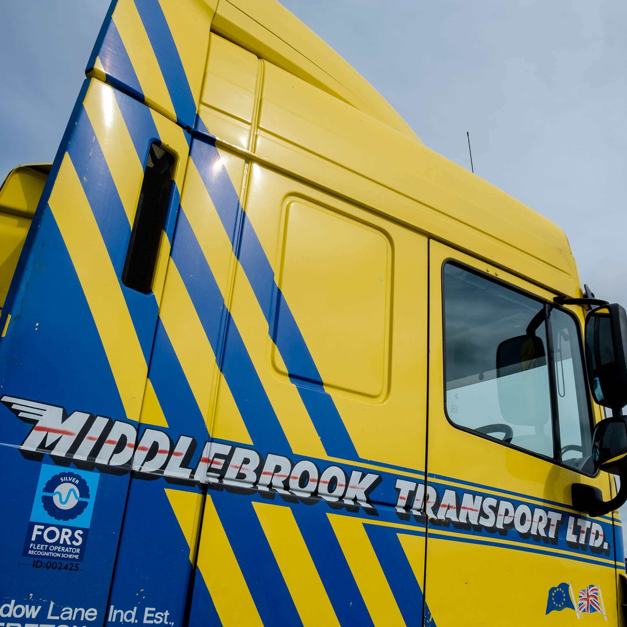 Middlebrook lorry cab - yellow and blue