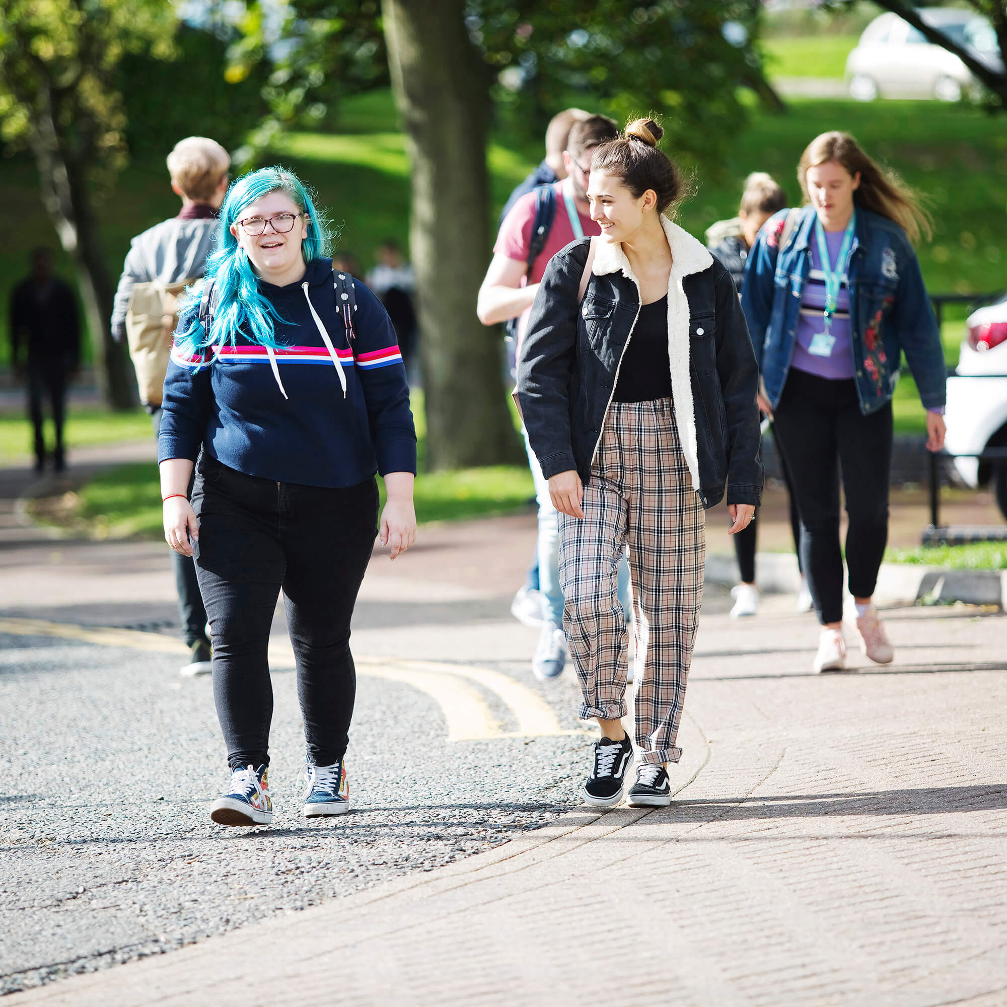 Students walking up driveway to Kedleston Road site, Derby Campus