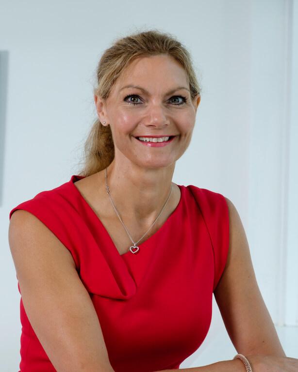 Dr Paula Holt