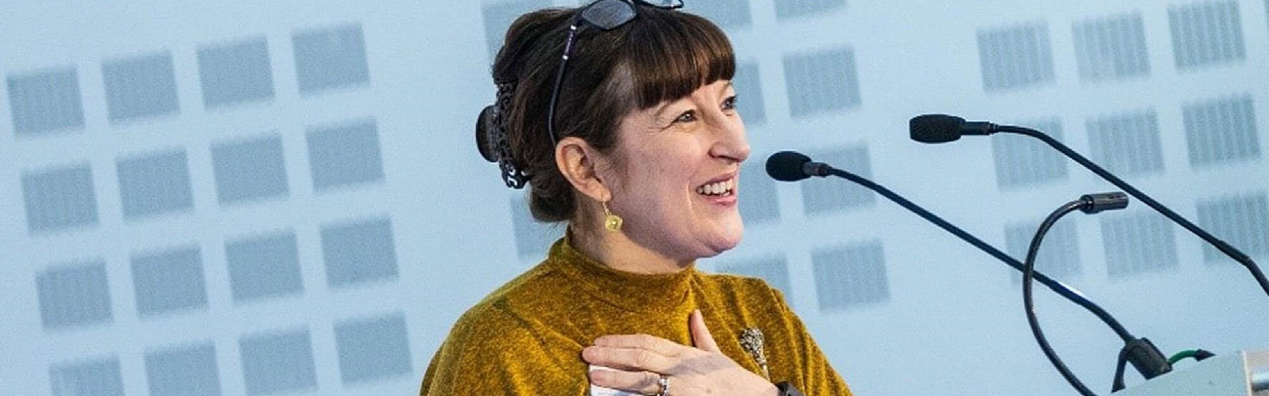 Gerri Mortimore speaking at a lectern