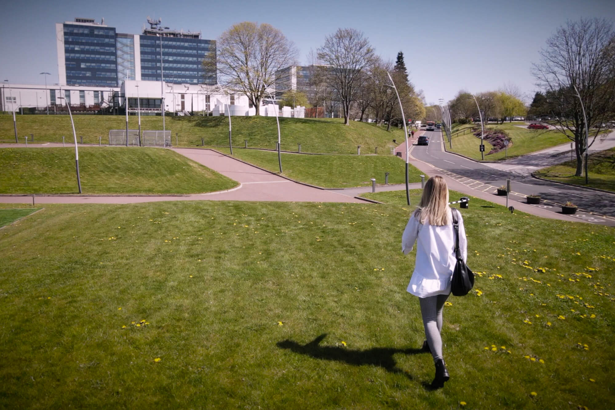 Barbora Horackova walking across the grass at Kedleston Road