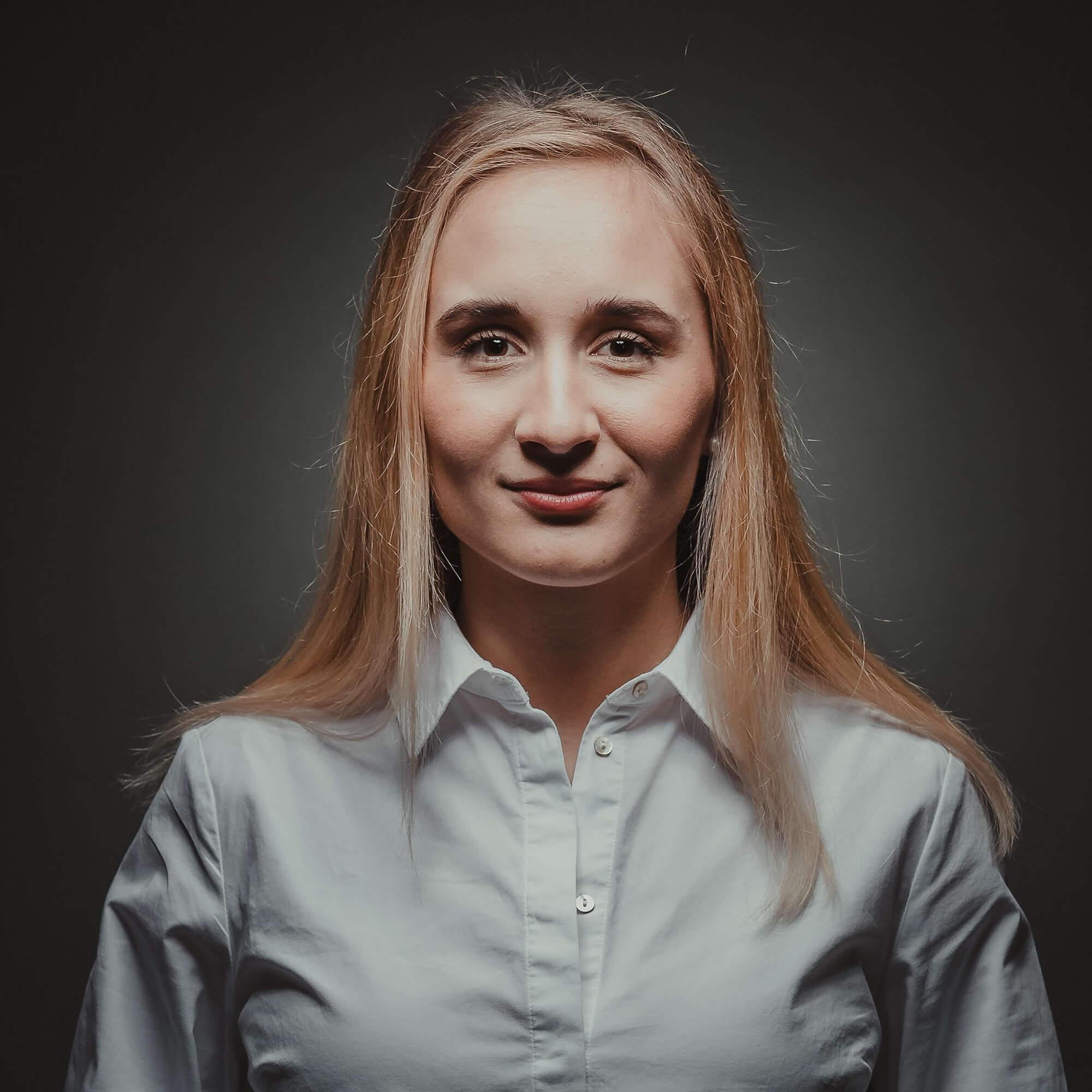 Barbora Horackova headshot