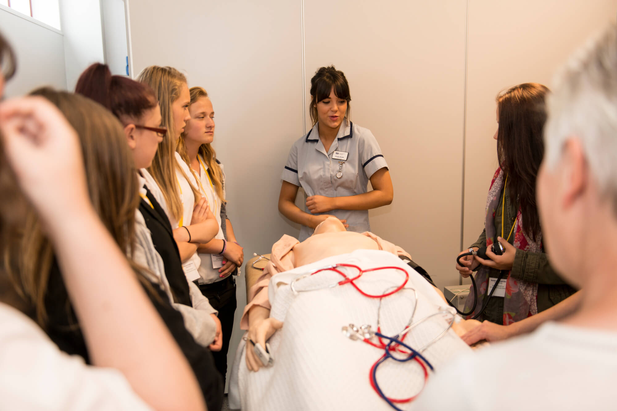 nursing students learning with artificial patients