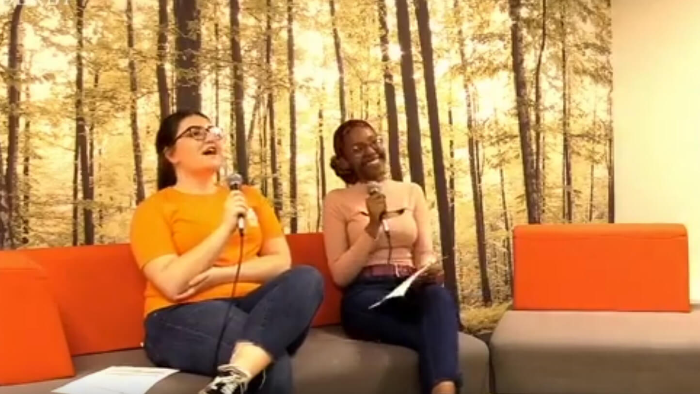 Students Sile Sibanda and Tamzin Snelling chat on the sofa for a Facebook Live broadcast