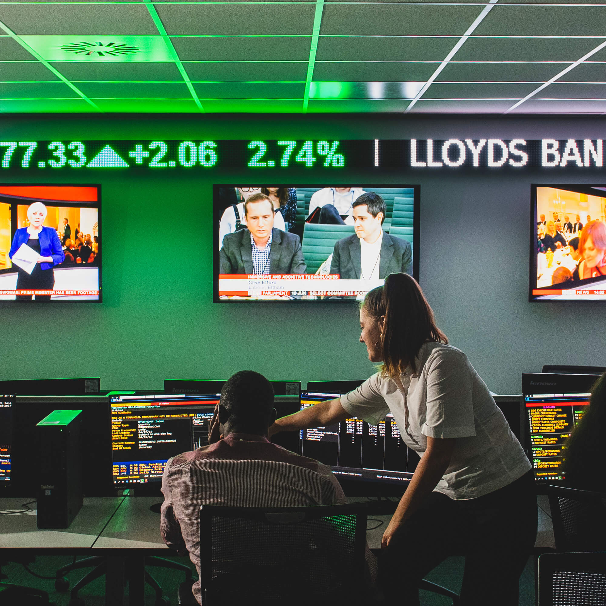 Students working in the Bloomberg trading suite
