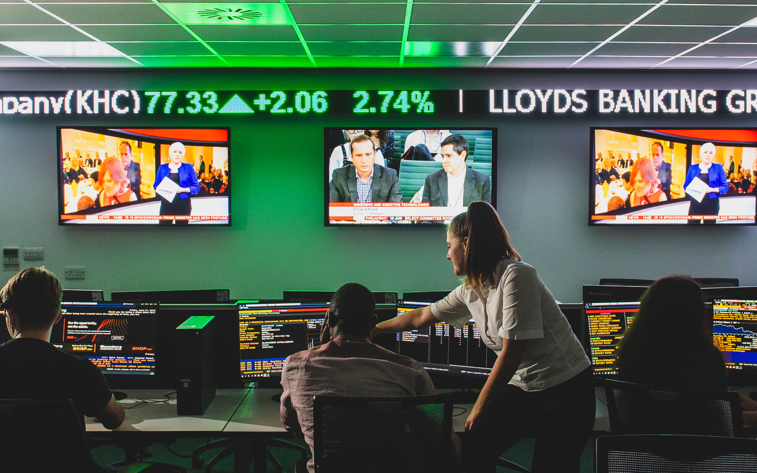 Students working in the Bloomberg financial markets lab