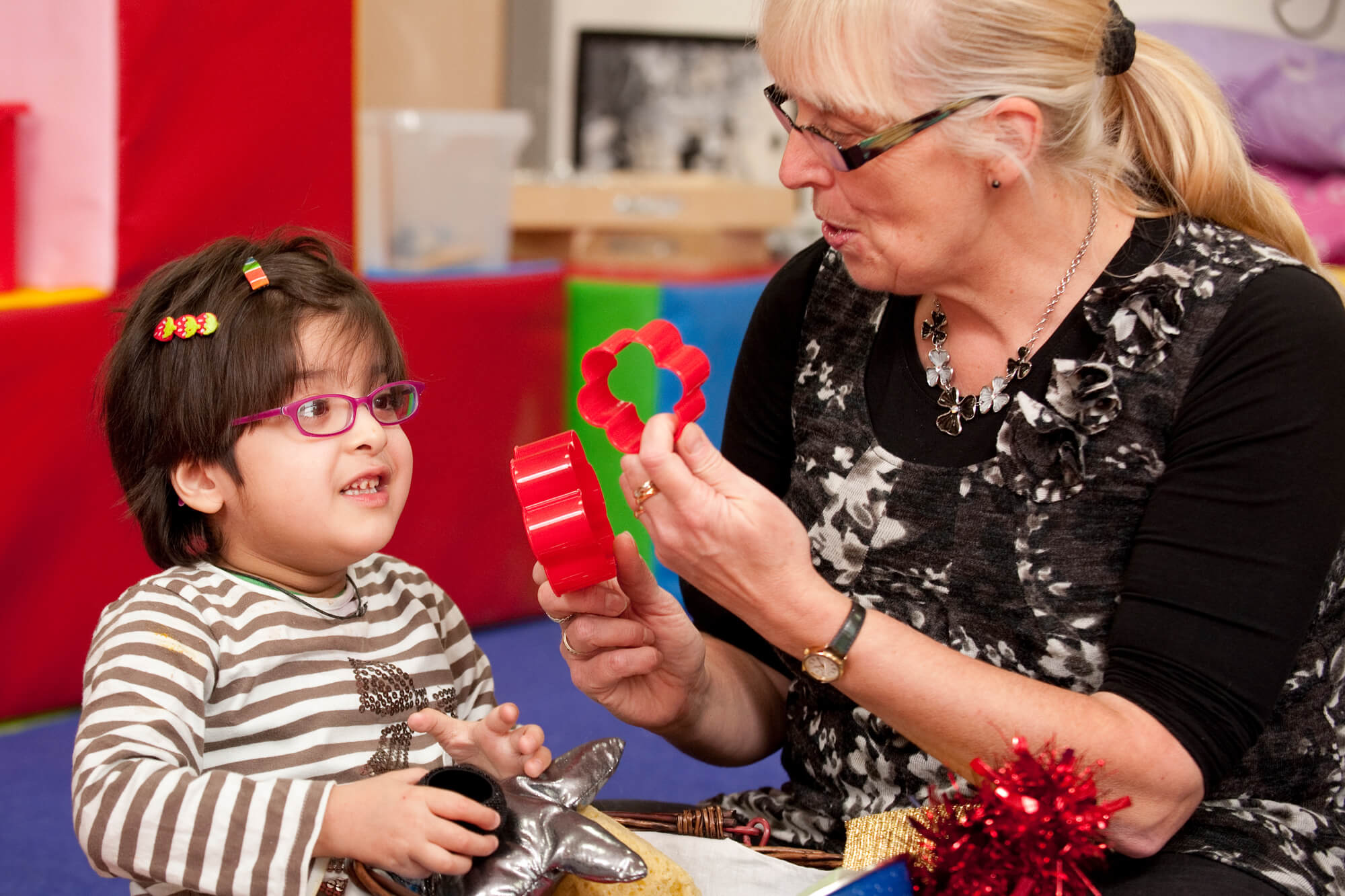 a teaching using sensory objects with a pupil with special educational needs
