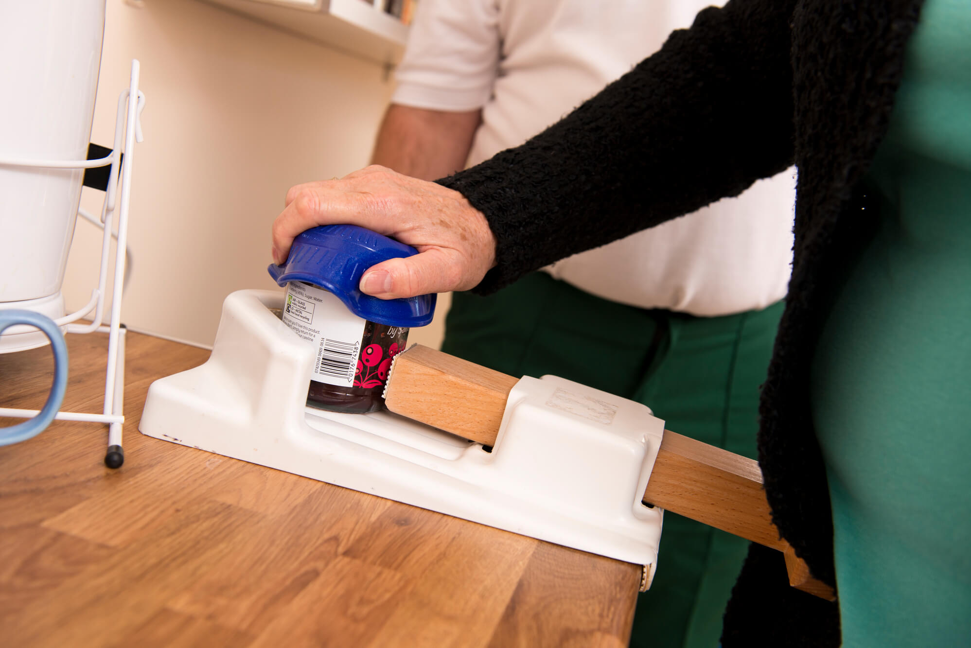 Student opening food with Occupational Therapy tool