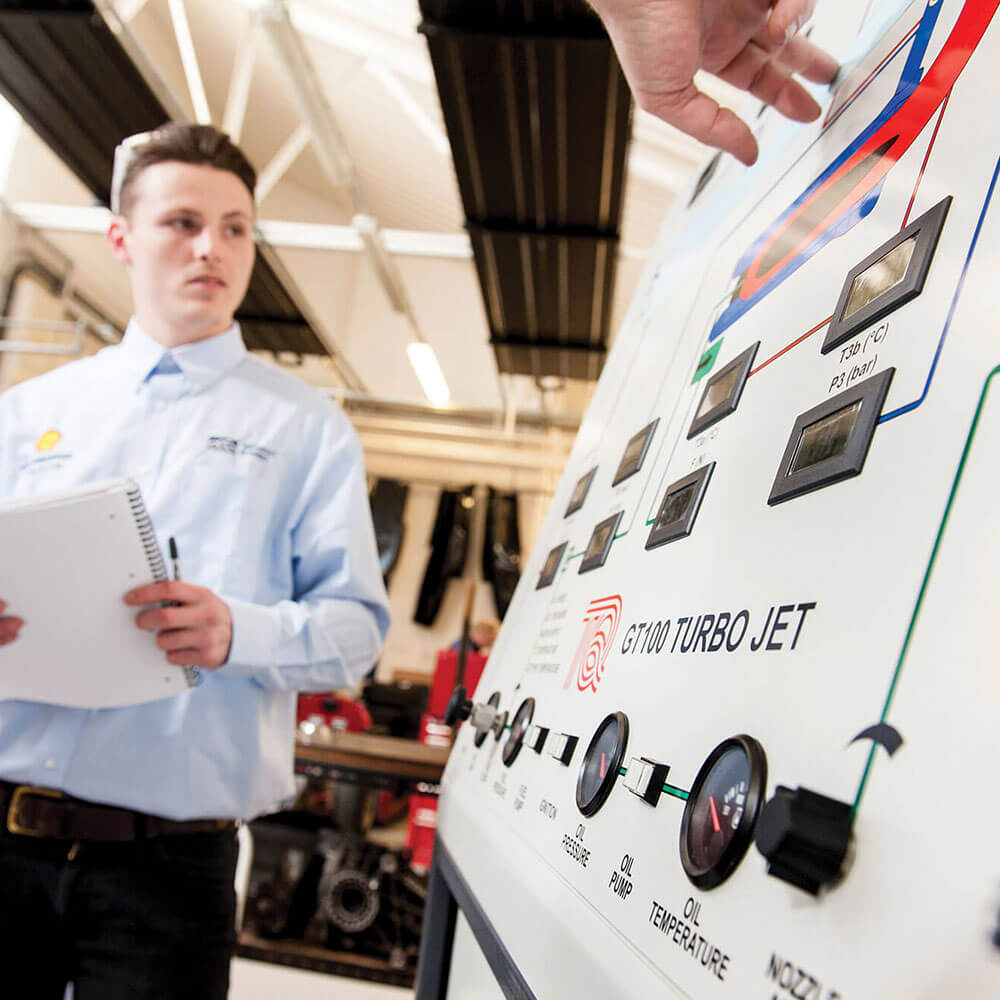 Student analysing turbo jet process model during Mechanical and manufacturing engineering course