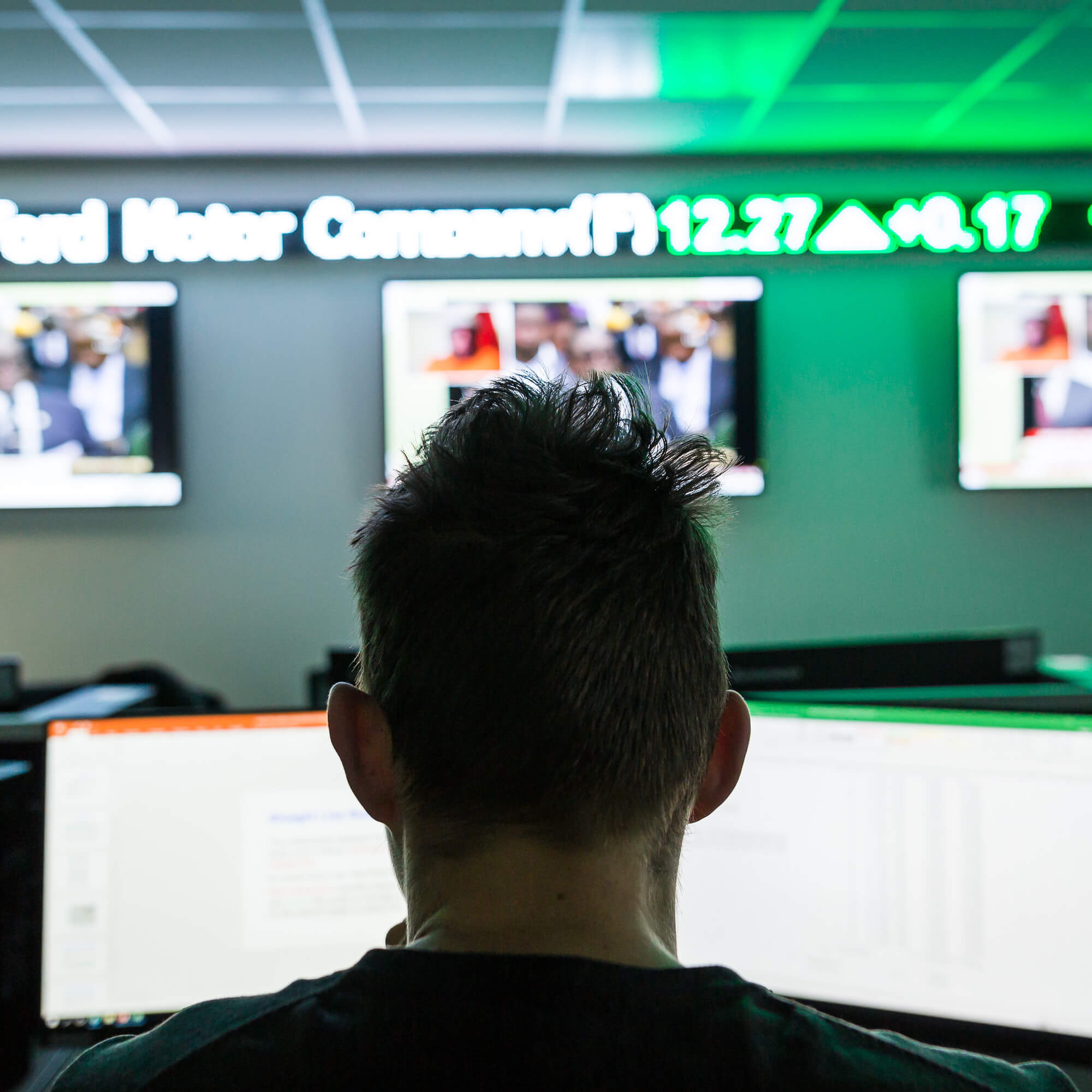 Student in the Bloomberg trading room