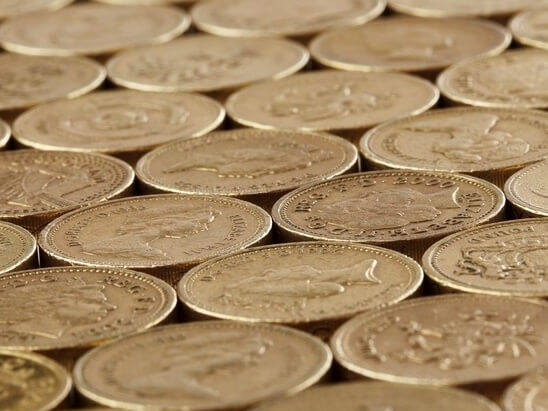A row of 1 pound coins